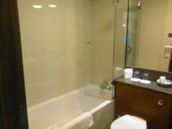 Bay Hotel: Bathroom