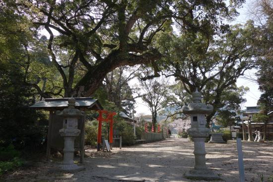 Takakura Shrine : 境内
