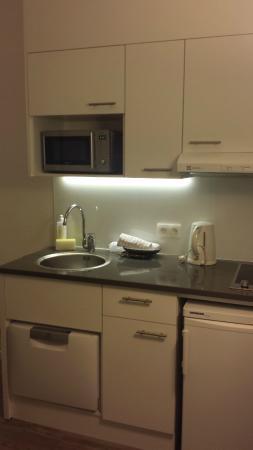 Citadines Castellane Marseille: kitchen