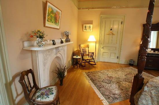 Proctor Mansion Inn: Peach Room