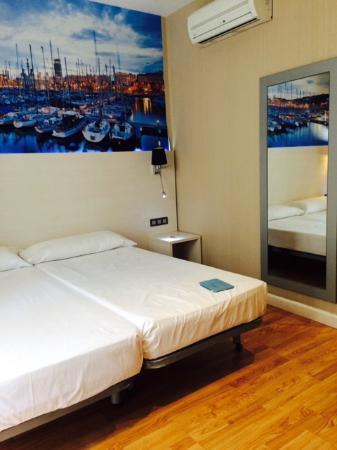 Hostal BCN Ramblas: Bedroom - Room 107