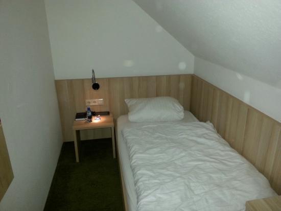 Hotel Gasthof Ochsen: Mein Einzelzimmer /Schlafbereich
