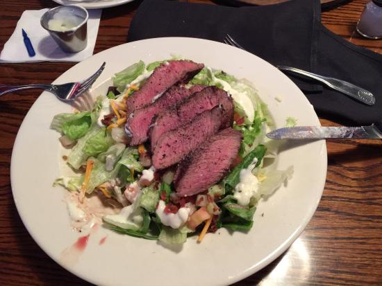 The Original Steakhouse & Sports Theatre: Sirloin steak on salad