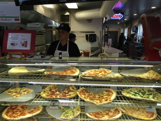 Landini's Pizzeria: Pizza in Little Italy