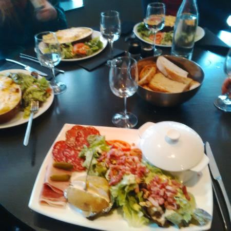 la raclette et les tartiflettes picture of le broc lille tripadvisor. Black Bedroom Furniture Sets. Home Design Ideas
