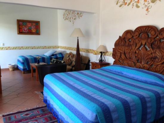 Oaxaca Ollin: Suite with sitting area and extra twin bed