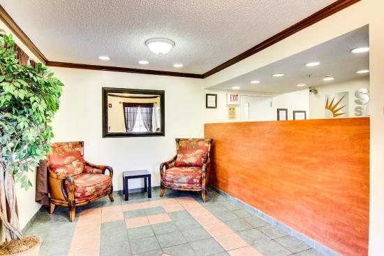 Jacksonville/Baymeadows Extended Stay Hotel: Lobby at Sun Suites of Jacksonville