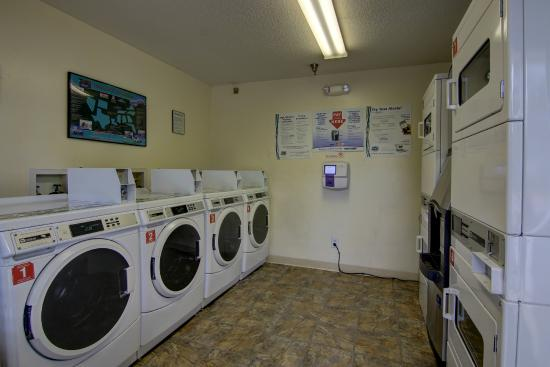 Cumming Extended Stay Hotel: Guest Laundry