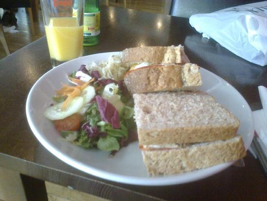 Cafe Portico : Chicken, Chorizo, mozzarella and red pepper