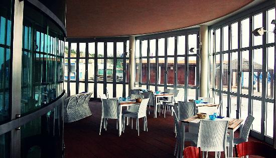 Parte del ristorante - Foto di Bagno Mistral, Tirrenia - TripAdvisor