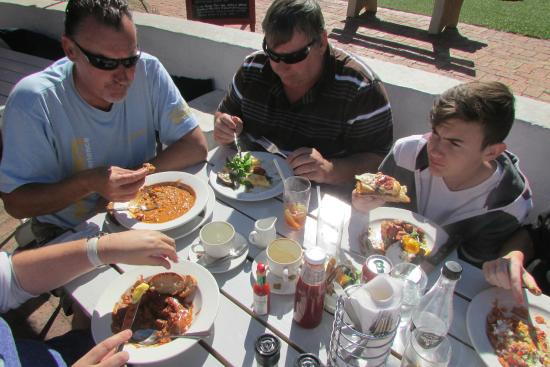 Cafe Roux: The family digging in