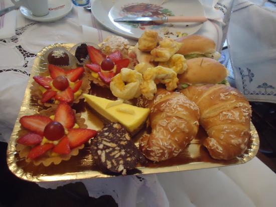 Villa Carlotta : e se non riesci ha mangiare tutto ,lo finirai a pranzo