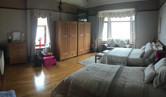 Thornbank House: Huge room!