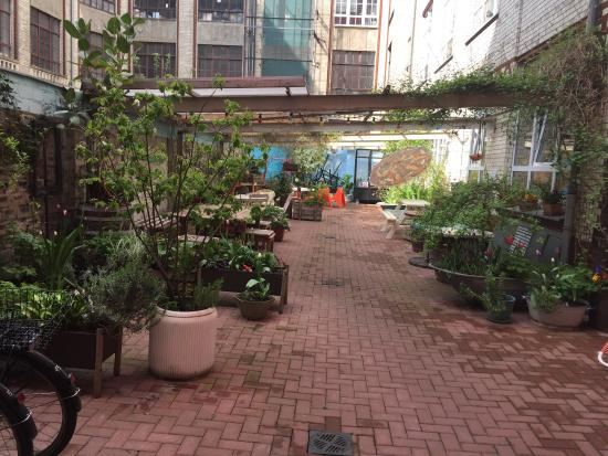 Huettenpalast: Very nice enclosed garden