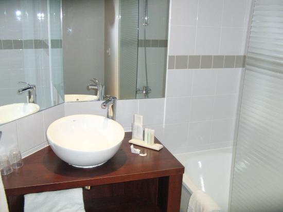 Golden Tulip Paris CDG Airport Villepinte: Ванная комната