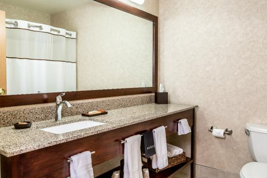 Boothill Inn & Suites: Recently upgraded bathrooms.