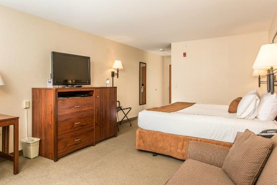 Boothill Inn & Suites: Room to spread out in our Spacious King room.