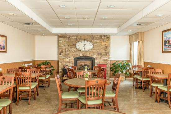 Boothill Inn & Suites: Enjoy the fireplace on those cold Montana days.