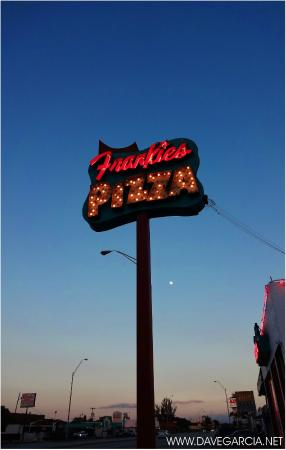 Frankie's Pizza : marquee lights