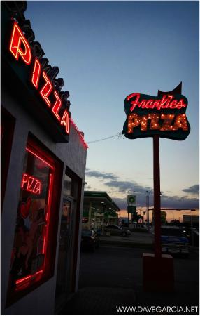 Frankie's Pizza : marquee lights and entrance