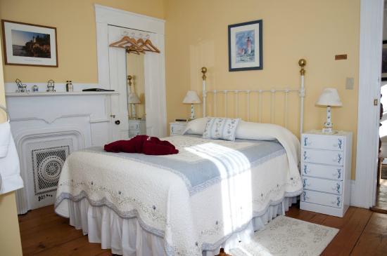 Candlebay Inn: Azalea Room