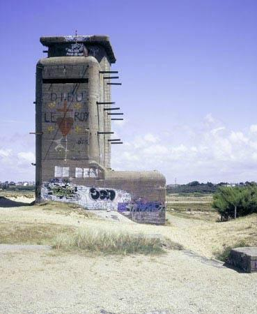 Plouharnel, France: observation and control tower
