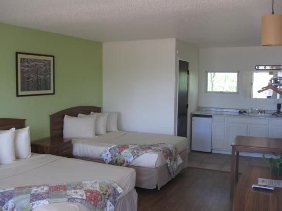 The Country Inn of Eureka Springs: Newly Remodeled Rooms!