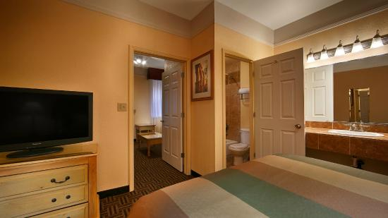 BEST WESTERN Phoenix Goodyear Inn: Queen Suite