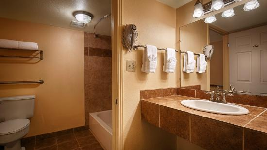 BEST WESTERN Phoenix Goodyear Inn: Bathroom