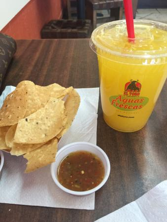 Pancho Villa Taqueria : Juice and free chips