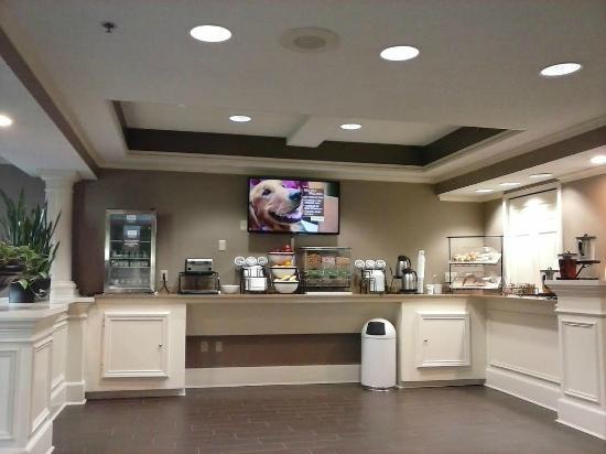 Comfort Inn West: One side of breakfast area