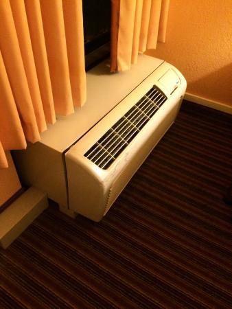 Super 8 Mount Laurel: Heater/ air