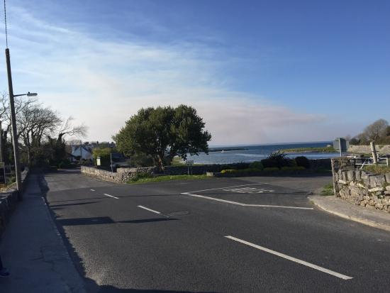 Hylands Burren Hotel: Overlooking Ballyvaughan Harbor from Hylands