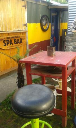 Sparky's Backpackers: the courtyard spa