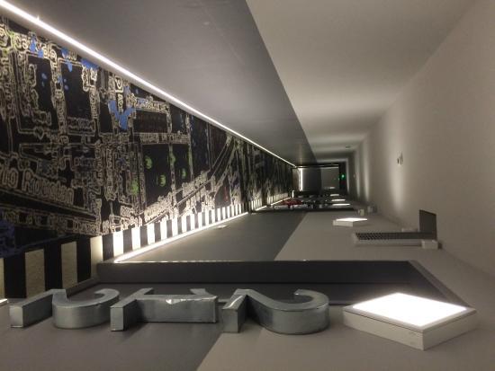 Hôtel de Paris : couloir interminable