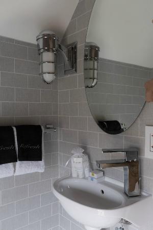 The Sydney: Rm # 7 Bathroom
