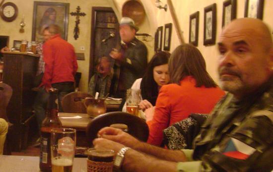 Gypsy Bar (Cikanska Jizba): Music night at the Gypsy Bar