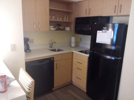 سونستا إي إس سويتس أوبورن هيلز ديترويت: kitchen