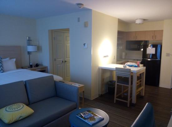 Sonesta ES Suites Auburn Hills: whole pic of both rooms.