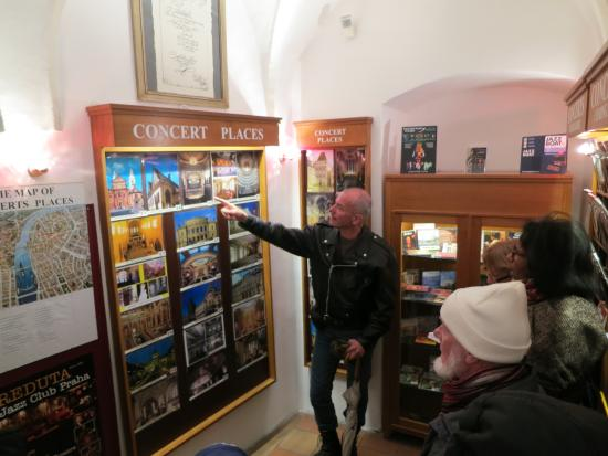 Avantgarde Prague Tours : Prague the old town music shop