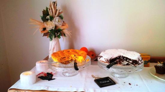 Ladino Room & Breakfast: ottima colazione con torte fatte in casa