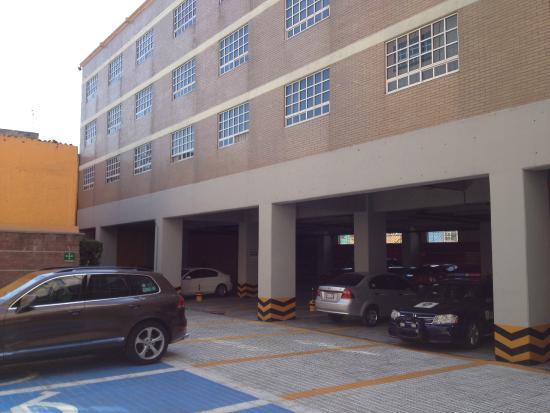Hotel Faja de Oro : Estacionamiento