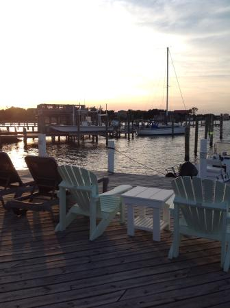 Ocracoke Harbor Inn : Relaxing