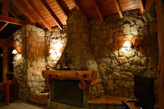 Foto de peninsula petit hotel san carlos de bariloche el for Hogares a lena rusticos