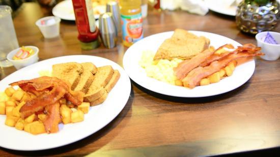 Courtyard Seattle North/Lynnwood Everett: my lovely breakfasts!!