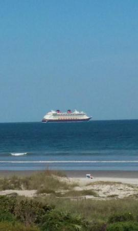 Royal Mansions Resort: Disney Cruise Leaving Port Canaveral