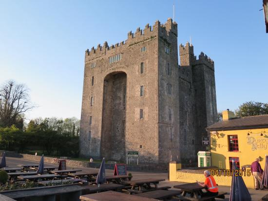 The Courtyard: Bunratty Castle & Folk Park just minutes away!