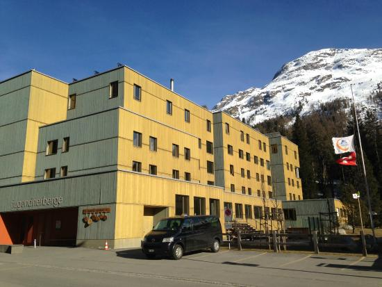 St. Moritz Youth Hostel: frente