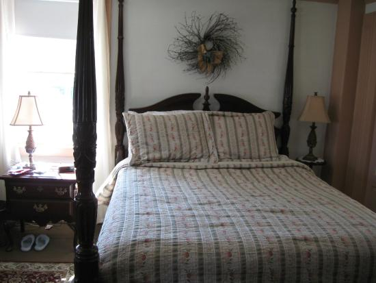 Deacon Timothy Pratt Bed and Breakfast: Very comfy