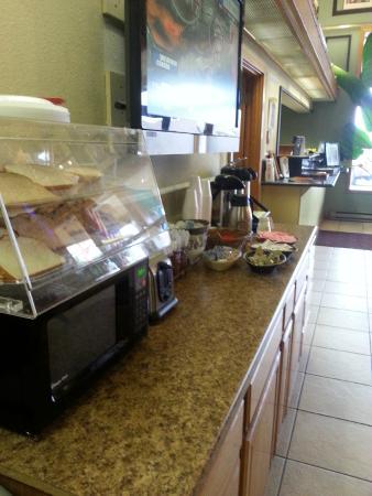 Days Inn Mt. Vernon: breakfast